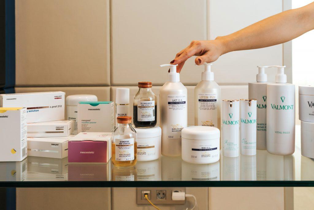 Recupera tu piel tras el verano en Kayas con nuestros tratamientos de cabina y nuestros cosméticos de alta calidad.